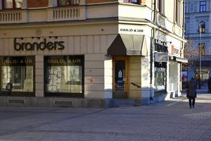 Butiken på Storgatan 24 kommer att stängas. Ägaren Guld Carlsén menar att verksamheten inte går att få lönsam.
