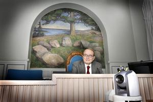 Moderna rättegångar kan vid behöv genomföras med internet och videokameror, konstaterar K-G Ekeberg.