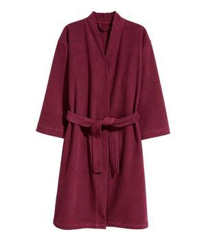 Jag använder badrock i stället för handduk efter duschen faktiskt. Morgonrock i frotté, 399 kronor på H&M Home.