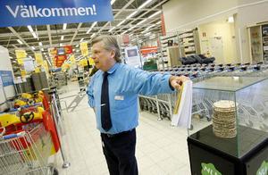 Trots att rörelsenettot under året blev det största i butikens historia satte ledningen i Umeå stopp för premieutbetalningen. Det fick Per-Åke Forsberg att säga upp sig och lämna företaget.