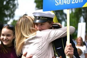Kramkalas i Tingshusparken när studenter träffade nära och kära.