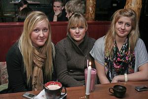 Stugan. Emma, Ida och Josefine.