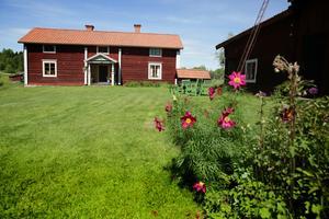 Högst upp i Gulleråsen ligger den kringbyggda gården som vunnit pris.