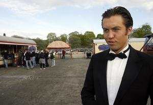 Cirkusdirektör Trolle Rhodin, 21, är fjärde generationen Rhodin i cirkus Brazil Jack som fyller 111 år. I år ska den turnera i 153 städer. Efter Söderhamn blir det Ljusdal.