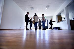 På måndagen fick politiker i omvårdnadsnämnden en rundtur på Attendos nya boende i Bomhus