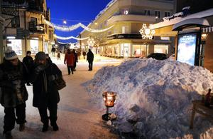 Kylan bet bra på söndagen, men trots det var det många som besökte årets julskyltning i Bollnäs.