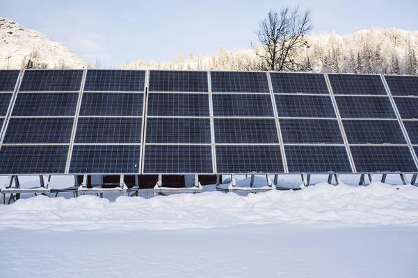 I 11 år har det funnits solceller i Almdalen. En modernitet som gör att det nu finns el även efter klockan 22 på kvällarna.