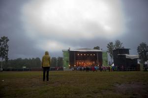 Regnet stod för den största upplevelsen på Hultsfredsfestivalens öppningsdag.