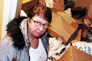 – De har ju vänt uppochner på varje kartong, allt är en enda röra, säger Inga-Lill Hägglund.
