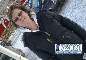 På fasta land. Dottern plåtade Lena Dornis vid Viking lines terminal i Stockholm. Nu vill hela gänget bara komma hem.