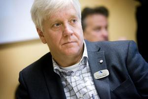 Arbetsförmedlingens chef Michael Persson säger att arbetsmarknaden i länet försämras kraftigt nästa år, men att det också är ovanligt svårt att göra prognoser nu.
