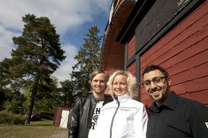 Radjo Askander, Anna Karin Edeborg och Erik Ohlsson samarbetar kring Hudikkalaset som går av stapeln den 30 juli.