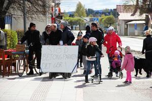 Hjulåkare i världen förena eder...Ljusdals betongparksförening hade en annan agenda med sitt första maj-tåg.