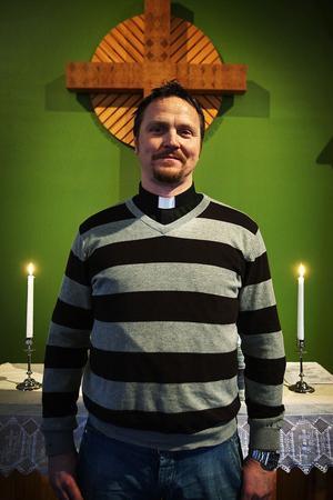 – Vi är en församling för icke perfekta personer, deklarerar prästen Henrik Åkesson.