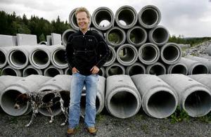 """""""Jämtland och hela Sverige behöver fler framgångsrika företag, fler snabbväxare och fler bolag som förmår värna välfärden"""", menar Gasell-vinnarna Robert Härdvall (bilden), vd på Hammerdals Betonggjuteri, och Johan Eriksson, vd på Dille Gård.Foto: Henrik flygare"""