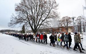 350 elever deltog i fackeltåget för att uppmärksamma förintelsen.