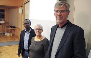 Landstingsråden Mursal Isa (MP), Maja Gilbert Westholm (V) och Gunnar Barke (S).