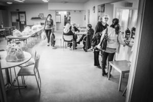 Asylkommittén delar ut matkassar till behövande som lever gömda i Gävle.