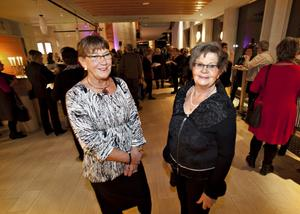 FESTDELTAGARE. Två av dem som var med vid avtackningsfesten på Konserthuset på tisdagskvällen var Gull-Britt Hansson, ekonom, Gävle, och Ulla Nordkvist, administrationsassistent, Sandviken.