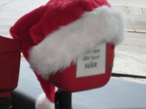 Så här trevligt och trivsamt såg det ut på julmånadens uppskattade lördags-gratisbuss. - Jag blev på gott humör och bjöd chauffören på pepparkakor.