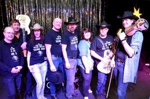 The Wild Horse Silver Dollar Saloon Band. Stefan Ekström, Christer Folkesson, Eva Gisslén-Ståhl, Per Berggren, Tomas Dahl, Therece Carlsson, Kent Steen och Alexandra Zoffman.