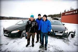 Mikael Wikholm, Mattias Molin och Markus Norenius framför de skidcars som gör halkkörning möjlig året runt.