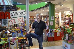 Slutspurt. I två-tre dagar till driver Lars Karström Lekia-butikerna i In-gallerian (bilden) och i Birsta City. Sedan tar den danska storkedjan BR över och påbörjar ombyggnaderna.