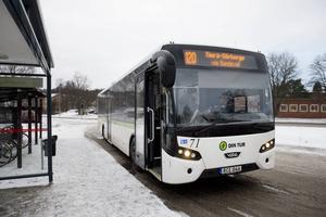 Maja skulle kunna ta buss 120 som går mellan Njurunda och Skönsberg. Men det skulle innebära att Maja måste gå långa sträckor, delvis på trafikerade vägar, för att komma fram till skolan.