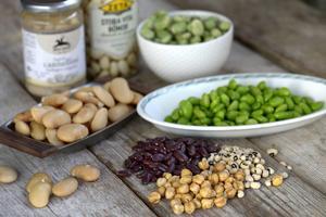 Bönor är rena supermaten. Laddade med vitaminer, fibrer och mineraler. Dessutom håller de blodsockret i schack och ger en långvarig mättnadskänsla.