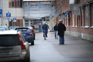 VILKEN FRAMTID? Över tusen från Ericsson skall snart konkurrera om de få nya jobb som finns, de flesta i tjänstesektorn. Tio procents arbetslöshet ställr väldiga krav på samhället och lokalpolitikerna.