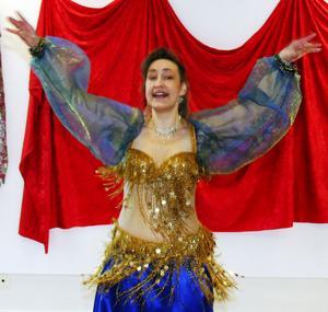 Annelie Lindeberg bjöd besökarna på magdans. På så sätt hyllades kvinnan på internationella kvinnodagen.