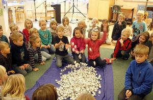 Barnen på Nybo skola har fram till och med sportlovsveckan på sig att samla in ljuskoppar som ska återvinnas.