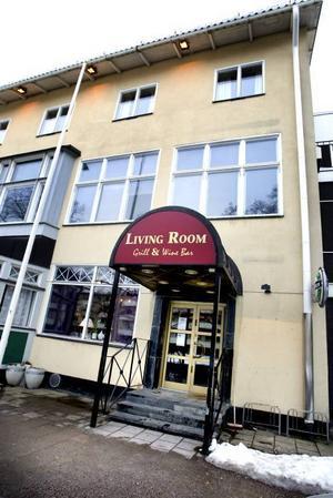 skulder. Företagen bakom nattklubben Kharma Lounge och restaurangen Livingroom har obetalda skatteskulder.
