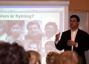 Adel Mohammad pratade om flyktingars situation och berättade om sina egna erfarenheter.Foto: Carin Selldén