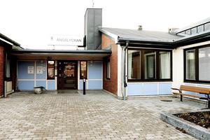 På äldreboendet Ängslyckan i Hedesunda har tre personer anställts för att kunna täcka behovet när de delade turerna slopas.