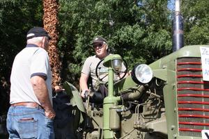 Minns pappas traktor. Anders Elfving visade en likadan traktor som hans pappa haft, en Zetor från 1951.