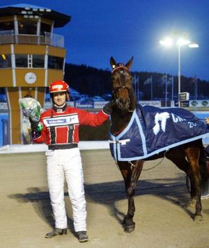 Travtränaren Stefan Edin (som fick ST-täcket för sina framgångar 2003) ansökte om ett utdrag, eftersom det krävs för att han ska kunna transportera sina hästar. Men ärendet fördröjdes eftersom uppgifterna hamnade hos fel person.