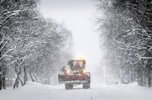 När snöovädret drar in i eftermiddag kan snöröjarna i länet få fullt upp.