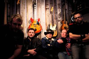 Tequila Sunrise från vänster: Mattias Olofsson, gitarr, Assar Danielsson, bas, Joakim Ramstedt, sång, gitarr, Claes-Göran Berglin, klaviatur och Joakim Nordborg, trummor.