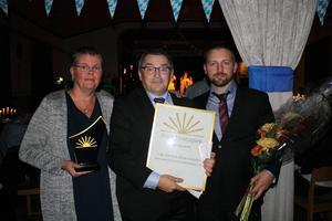 Hammlet är ett familjeföretag. Här har Annika, Mats och Johan Löwgren precis mottagit priset som årets företagare i Ragunda kommun.