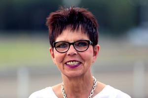 Tillförordnad travbane- och marknadschef för Bollnästravet, Elisabeth Johansson ser fram emot lördagens tävlingar.