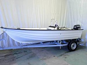 Den utmätta båten står nu i garaget hos kronofogden.