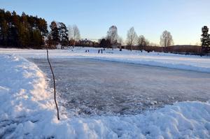 Den lilla isbanan som frivilliga hjälpt till att skotta upp.
