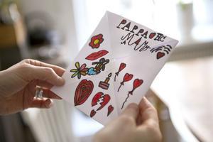 JohnHenry som är sex år tycker om att måla och skriva fina brev till dem han tycker om.