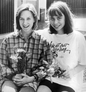 1992 gick sjundeklassarna Ellinor Nordberg och Lotta Bergstrand till final i en konsttävling anordnad av aidsdelegationen.