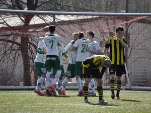 Alexander Gustafsson jublar efter sitt 1–0-mål på bortaplan mot Kubikenborgs IF.