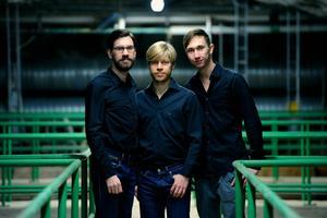 Filip Jers, Magnus Zetterlund och Johan Lindblom är Primus Motor som gärna blandar stilar och genrer. I kväll spelar de på Stocke Titt.