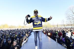 Andreas Borgman, firade SM-guldet med HV71-fansen i Knektaparken i Jönköping.