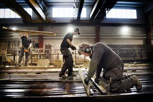 Emil Bergman och Daniel Rittala har fullt upp med jobb på företaget SCF betongelement i Strömsund, företaget som i år nyanställt 40 personer.