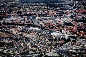 Någonstans döljer sig Örebros fulaste byggnad. Men vilken är den? Det är upp till er läsare att bestämma. Arkivbild.